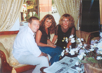 la regista Ilaria Borrelli, l'intervistatrice L. Rizzo ed il musicista Guido Freddi