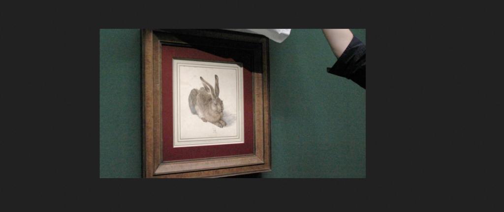 """Für die Dürer-Ausstellung in der Albertina wird der """"Feldhase"""" aus dem Hochsicherheitsdepot geholt. (Foto: Fabian Nitschmann/dpa)"""