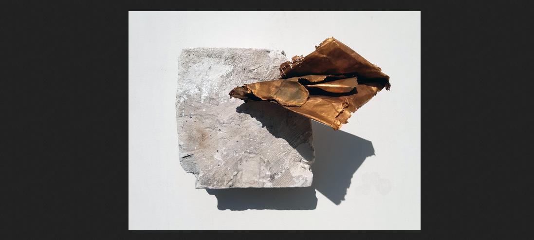 Franco Guerzoni, Epistola, 2020, foglio di rame acidato e dorato in galvanica e pigmenti su coccio di scagliola, cm 13x18x13