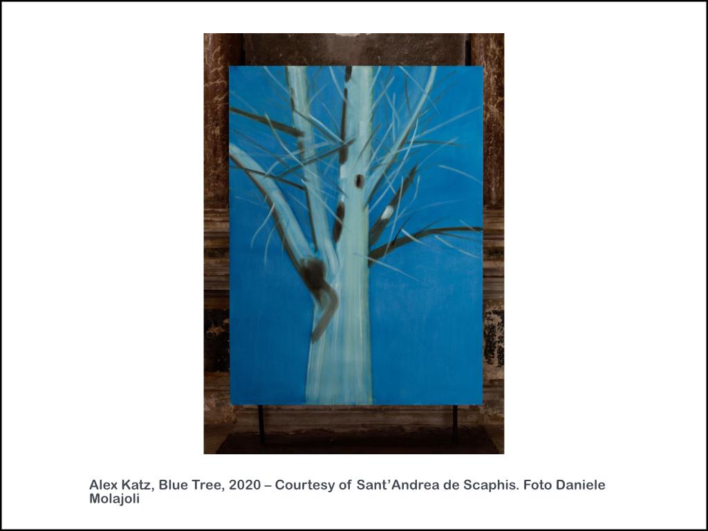 Alex Katz, Blue Tree, 2020 – Courtesy of Sant'Andrea de Scaphis. Foto Daniele Molajoli
