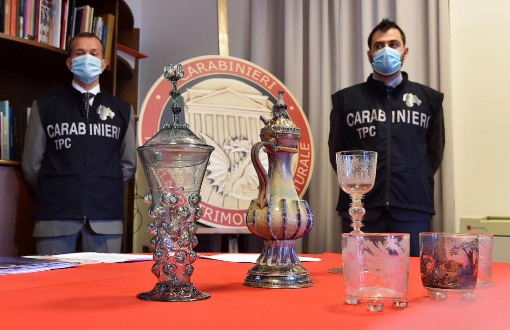 """Conferenza stampa operazione """"Kristall"""" del nucleo carabinieri tutela del patrimonio culturale per il ritrovamento di sei opere in vetro rubate da un museo in Germania, Torino, Italy, 28 luglio 2020 ANSA/ ALESSANDRO DI MARCO"""