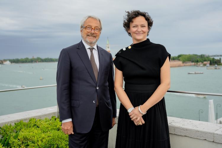 Il Presidente della Biennale di Venezia, Roberto Cicutto, e la Curatrice della 59. Esposizione Internazionale d'Arte, Cecilia Alemani